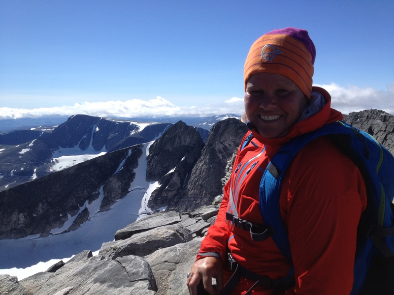 Sommarvandring pa glaciar i norge