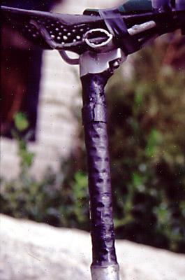 Sadelstolpen. Totalperforerad av borrhål och förstärkt med kolfiber.